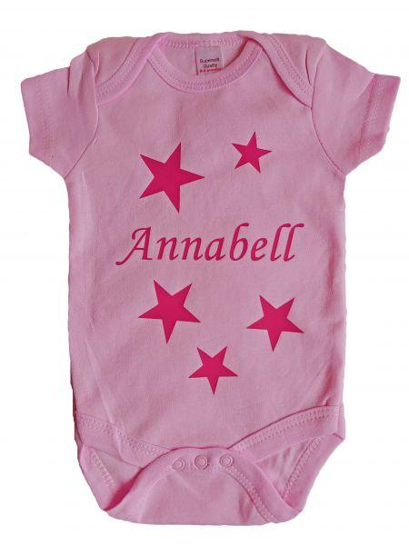 Baby Body rosa mit Namen & Sternen bedruckt