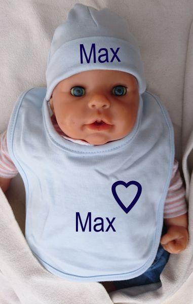 Baby Lätzchen und Mütze mit Namen bestickt hellblau