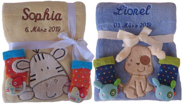 Babydecke mit Namen bestickt + 3d Rassel Socken